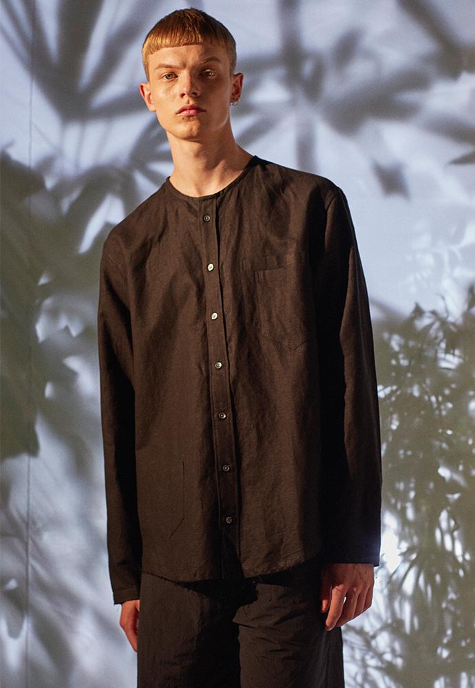 아티팩츠(ARTIFACTS) 3Pocket COLLARLESS Linen Shirt_ Black
